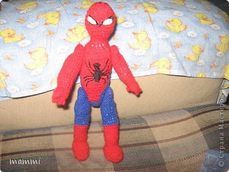 """Сынуля попросил чтобы я связала """"Человека Паука дяденьку Питера""""( так он его называет) Ну я посидела день и вечер и вот что навязала фото 1"""