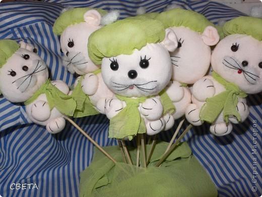 Игрушка Мастер-класс Поздравление 8 марта Валентинов день День рождения Шитьё Букет из игрушек Бусины Ленты Носки Ткань фото 14