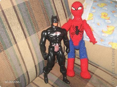 """Сынуля попросил чтобы я связала """"Человека Паука дяденьку Питера""""( так он его называет) Ну я посидела день и вечер и вот что навязала фото 2"""