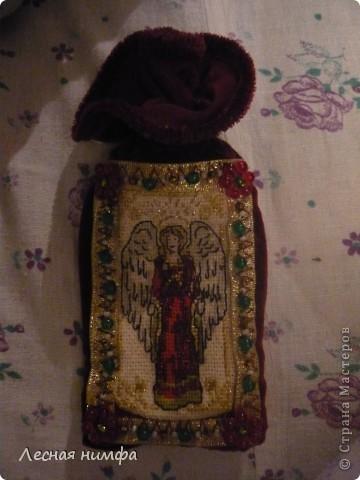 Этот чехольчик я сшила из бархата, вышила ангела на льне, и декорировала бисером и бусинками. фото 2