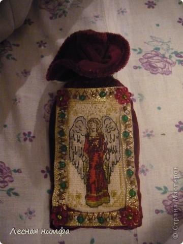 Этот чехольчик я сшила из бархата, вышила ангела на льне, и декорировала бисером и бусинками. фото 1