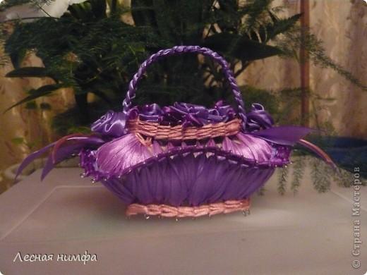 эту корзиночку я декорировала не   как обычно розами из лент,а бусинками из чешского стекла и кружевом. фото 5