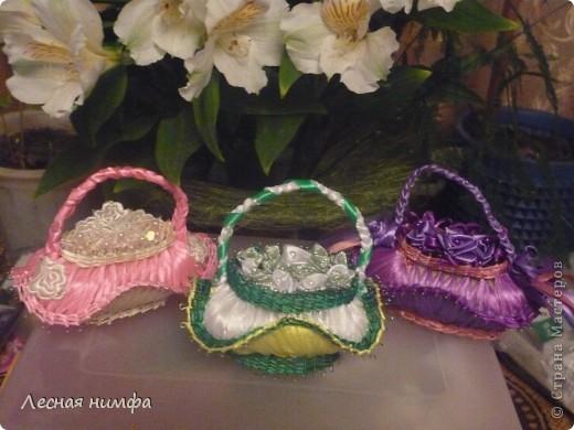 эту корзиночку я декорировала не   как обычно розами из лент,а бусинками из чешского стекла и кружевом. фото 10