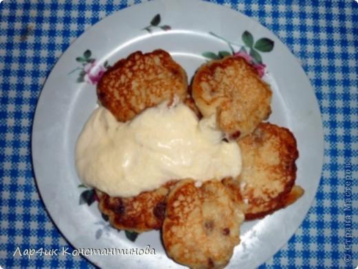 Мои дети очень любят съесть, что-нибудь сладенькое и я довольно часто готовлю с твороженного теста сырники, запеканку или пирог.