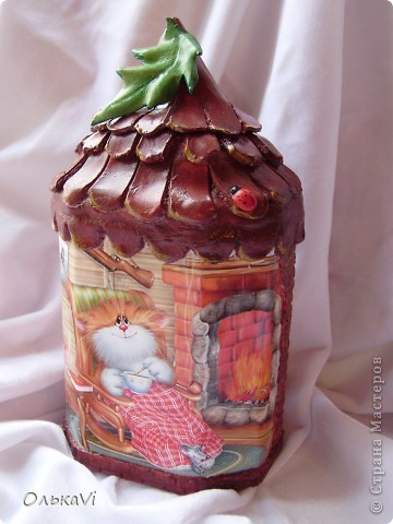 Копилка сделана в технике декупаж из металлической баночки от чая, двух фотографий и самозатвердевающей пасты. фото 1