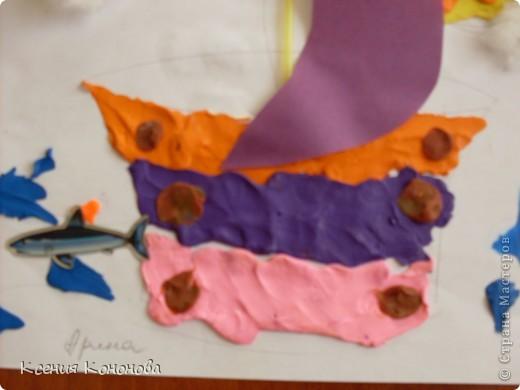 С детишками,сегодня репили сделать кораблик,плывущий в море,и вот что у нас получилось.Арина 2 года фото 2