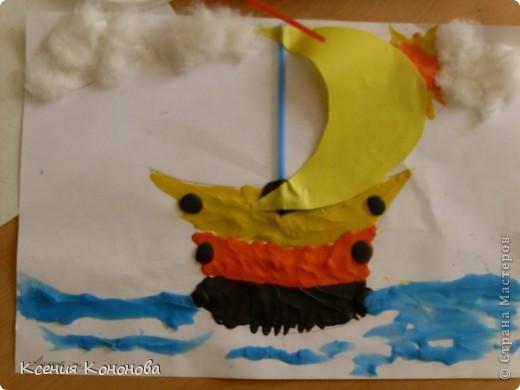С детишками,сегодня репили сделать кораблик,плывущий в море,и вот что у нас получилось.Арина 2 года фото 7