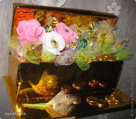Мечта осуществилась,попробовала накрнец делать букеты из конфет,правда начала не совсем с букетов )).За МК и идею спасибо Маришке http://stranamasterov.ru/node/102380 . фото 3