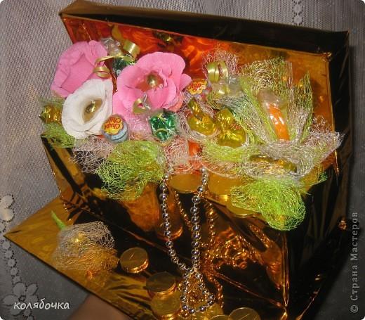 Мечта осуществилась,попробовала накрнец делать букеты из конфет,правда начала не совсем с букетов )).За МК и идею спасибо Маришке http://stranamasterov.ru/node/102380 . фото 2