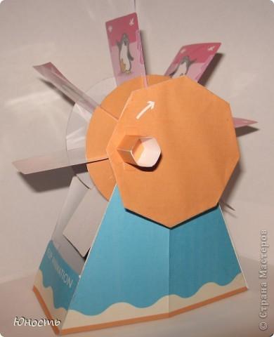 Общий вид. Сделано из бумаги по готовой выкройке с сайта: http://cp.c-ij.com/en/index.html Некоторые детали для прочности наклеены на картон. Кадры заламинированы. фото 1