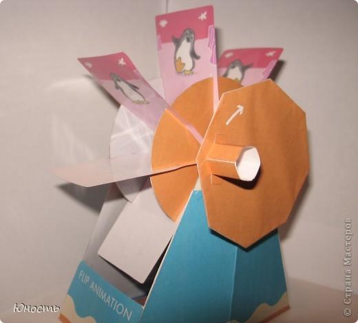 Общий вид. Сделано из бумаги по готовой выкройке с сайта: http://cp.c-ij.com/en/index.html Некоторые детали для прочности наклеены на картон. Кадры заламинированы. фото 4
