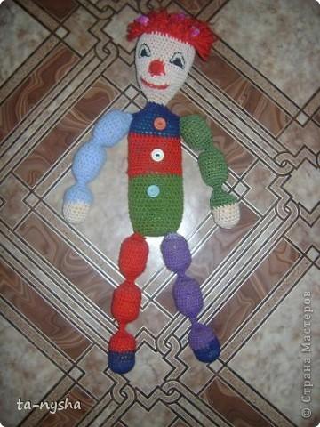 Клоун: Голова набита ватой; Туловище-тюбик из-под шампуня; Ноги, руки - киндеры; фото 2