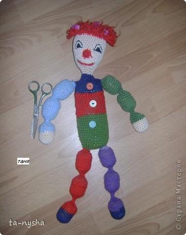 Клоун: Голова набита ватой; Туловище-тюбик из-под шампуня; Ноги, руки - киндеры; фото 1