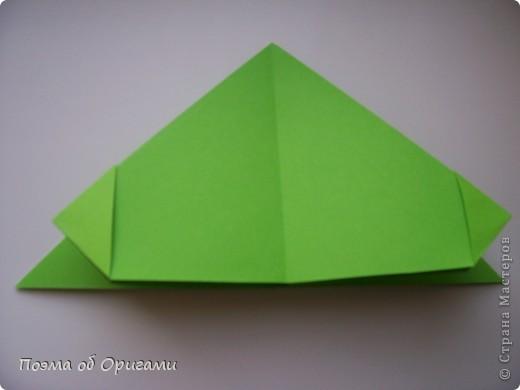 Этого зайчика я придумала сама специально для наших занятий с детьми.  Для него потребуется три квадрата: в данном случае это два синих и один зеленый. Размер квадратов 20х20 или могут быть немного больше. Рамочка для фото очень известная и легкая в исполнении модель. Она складывается из листа формата А4. Ее автор - Ларри Харт. фото 14