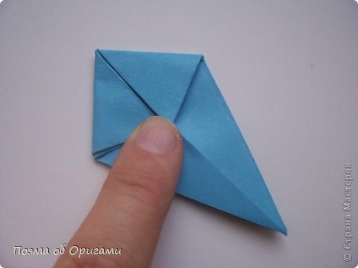 Этого зайчика я придумала сама специально для наших занятий с детьми.  Для него потребуется три квадрата: в данном случае это два синих и один зеленый. Размер квадратов 20х20 или могут быть немного больше. Рамочка для фото очень известная и легкая в исполнении модель. Она складывается из листа формата А4. Ее автор - Ларри Харт. фото 18