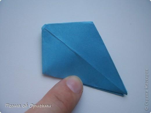 Этого зайчика я придумала сама специально для наших занятий с детьми.  Для него потребуется три квадрата: в данном случае это два синих и один зеленый. Размер квадратов 20х20 или могут быть немного больше. Рамочка для фото очень известная и легкая в исполнении модель. Она складывается из листа формата А4. Ее автор - Ларри Харт. фото 19