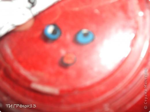 вам понадобиться пластилин,шпажку,пластиковую крышечку у меня ииз под творога,рисунок,ножницы. фото 6