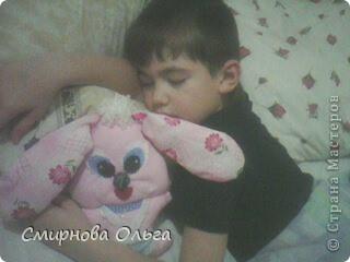 На сайте Радуга увидала такого синенького зайчишку. Себе решила сшить розового... фото 13