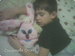 На сайте Радуга увидала такого синенького зайчишку. Себе решила сшить розового... фото 2