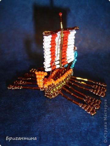 Трирема — класс боевых кораблей, которые использовались античными цивилизациями Средиземноморья, в особенности финикийцами, античными греками и древними римлянами.  фото 3