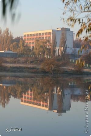 Дендропарк «Александрия» – самый большой в Украине. Он расположен на склоне реки Рось и занимает площадь в 200 га. На его территории растет больше 600 видов деревьев и кустарников и более 700 разновидностей травянистых растений. В общем, в парке растет 1360 видов, разновидностей, сортов и форм растений. При строительстве парка был грамотно обыгран рельеф – три глубокие, параллельные склону реки, балки, расширяющиеся к берегам.  фото 25