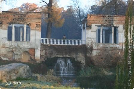 Дендропарк «Александрия» – самый большой в Украине. Он расположен на склоне реки Рось и занимает площадь в 200 га. На его территории растет больше 600 видов деревьев и кустарников и более 700 разновидностей травянистых растений. В общем, в парке растет 1360 видов, разновидностей, сортов и форм растений. При строительстве парка был грамотно обыгран рельеф – три глубокие, параллельные склону реки, балки, расширяющиеся к берегам.  фото 24