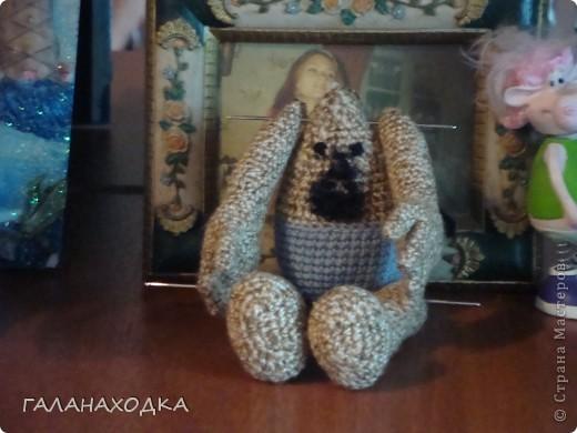 """Это мой первый подарок своими руками. Делала друзьям на свадьбу (04.09.10), после того как облазила весь интернет в поисках оригинального свадебного подарка (хотела купить) так  ничего и не нашла. Заинтересовало предложение в интернете """"куклы крючком на заказ"""", узнала цену, обалдела и решила, а почему бы самой не попробовать? Попробовала! фото 4"""