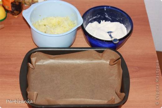 Рецепт очень простой, готовится быстро, получается вкусно!  Для этого пирога понадобится: 1 ст.сахара 1 ст.муки 1 ст.манки 1 пакетик разрыхлителя (по желанию ванилин или пакетик ванильного сахара) 5-6 яблок 150-180г. сливочного масла фото 4