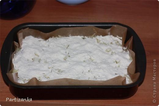 Рецепт очень простой, готовится быстро, получается вкусно!  Для этого пирога понадобится: 1 ст.сахара 1 ст.муки 1 ст.манки 1 пакетик разрыхлителя (по желанию ванилин или пакетик ванильного сахара) 5-6 яблок 150-180г. сливочного масла фото 10
