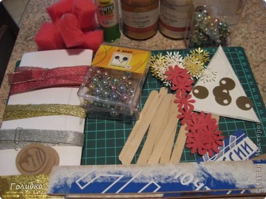 С сегодняшнего занятия у моих деток начался Новогодний марафон... Делаем сувениры к празднику и готовимся к ярмарке.  Для старта была предложена вот такая елочка из коробочного картона.   фото 2