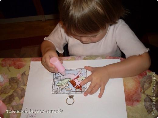 Рисовали с Софией(2,11л) Витражные краски используем первый раз.Рамочку рисовала я оформительским гелем фото 3