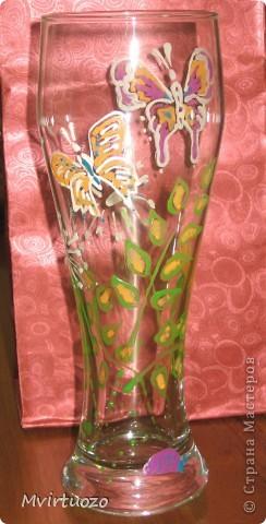 Захотелось на день роджения подружке подарить вазочку. Взяв пивной стакан и контуры по стеклу попробовала передать летнее настроение. :) фото 1