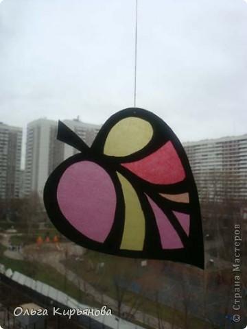 У многих мастериц уже начался новогодний марафон, а в нашей школе до сих пор на потолочных светильниках висят вот такие осенние листья. Может быть именно поэтому в этом году в Москве такая долгая теплая осень? Завтра буду снимать эту красоту. На прощанье решила сфотографировать и вам показать. фото 8
