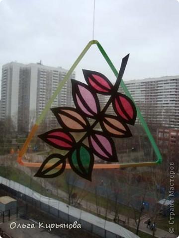 У многих мастериц уже начался новогодний марафон, а в нашей школе до сих пор на потолочных светильниках висят вот такие осенние листья. Может быть именно поэтому в этом году в Москве такая долгая теплая осень? Завтра буду снимать эту красоту. На прощанье решила сфотографировать и вам показать. фото 11
