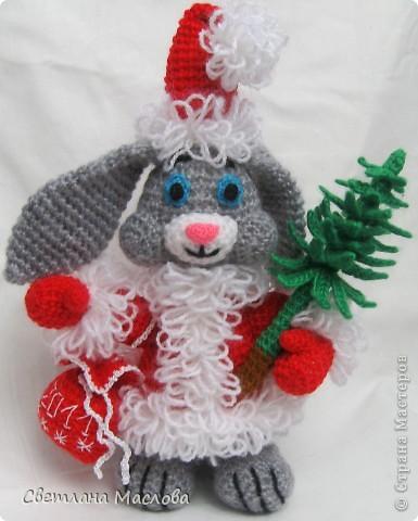 Кролик с ёлкой.