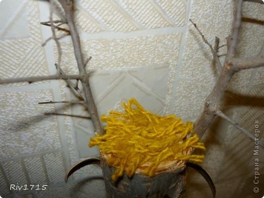 деревянное поленце 15 см длинной, палочки для рогов, детальки из веточек для глаз и копытцев, гуашь белая и черная, пряжа для волос и хвоста, 2 желудя, ватный диск-1 шт,кусочек ваты, нитки черные, ПВА.   фото 4