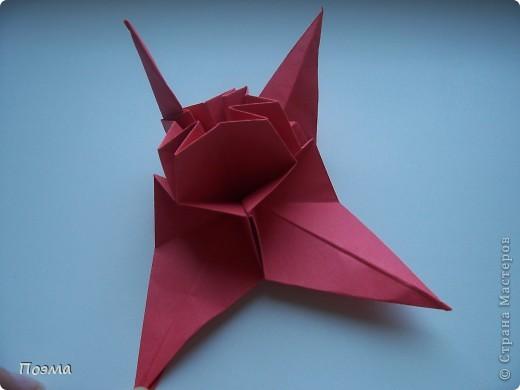 Эта композиция выглядит очень эффектно за счет того, что и ваза, и бутон цветка имеют в своей основе восьмиугольник. На начальных этапах они складываются идентично, что должно компенсировать небольшую сложность для складывания их новичками в оригами. На этот МК меня вдохновили две волшебные работы. Во-первых, это очень красивая вазочка. МК смотрите здесь: https://stranamasterov.ru/node/49943?tid=451%2C560 А во-вторых, это работа под название Цветущий куст. Как складывать стебель цветка и бутон смотрите здесь: https://stranamasterov.ru/node/84154?tid=451%2C560. фото 5