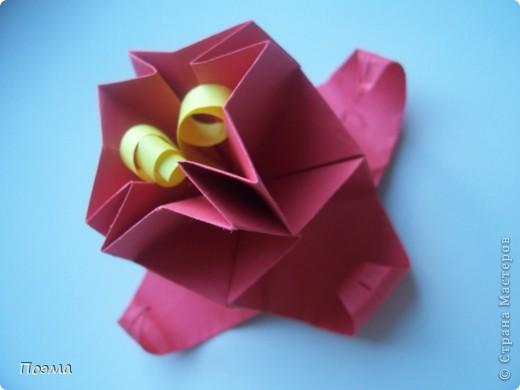 Эта композиция выглядит очень эффектно за счет того, что и ваза, и бутон цветка имеют в своей основе восьмиугольник. На начальных этапах они складываются идентично, что должно компенсировать небольшую сложность для складывания их новичками в оригами. На этот МК меня вдохновили две волшебные работы. Во-первых, это очень красивая вазочка. МК смотрите здесь: http://stranamasterov.ru/node/49943?tid=451%2C560 А во-вторых, это работа под название Цветущий куст. Как складывать стебель цветка и бутон смотрите здесь: http://stranamasterov.ru/node/84154?tid=451%2C560. фото 7