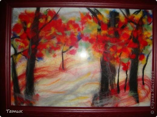 На картине цвета не такие кричащие,но вспышка слишком делает их яркими.Картины из шерсти очень эффектно смотрятся издалека(такое впечатление,что это нарисованные картины фото 2