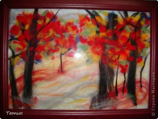 На картине цвета не такие кричащие,но вспышка слишком делает их яркими.Картины из шерсти очень эффектно смотрятся издалека(такое впечатление,что это нарисованные картины фото 1