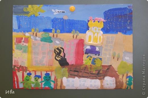 Коллективная работа по теме город.Ученики в возрасте 6-8 лет. Работа на ватмане. фото 11