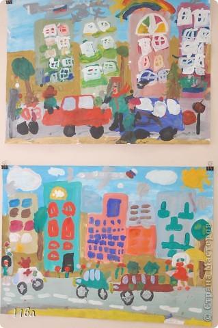 Коллективная работа по теме город.Ученики в возрасте 6-8 лет. Работа на ватмане. фото 5