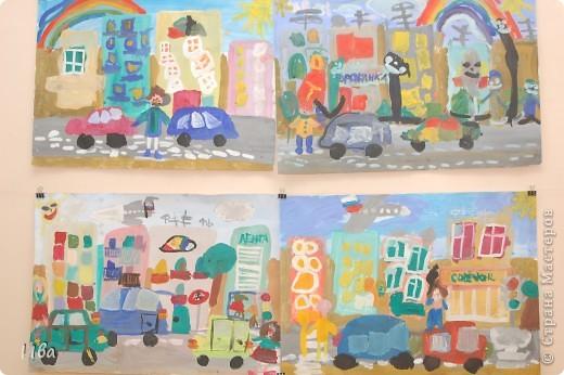 Коллективная работа по теме город.Ученики в возрасте 6-8 лет. Работа на ватмане. фото 4