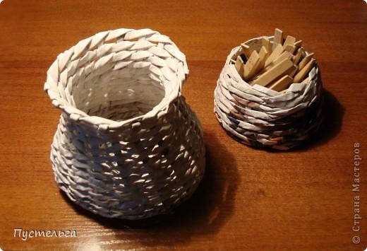 Насмотревшись работ у ВОЛОГДЫ http://stranamasterov.ru/node/92882?c=favorite, взялась крутить трубочки. Сплела подносик. фото 3