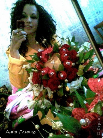 Букет из конфет и цветов фото 1