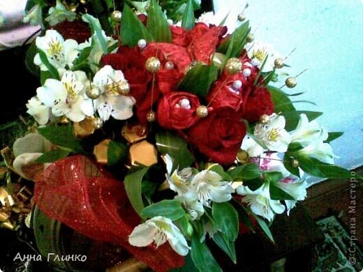 Букет из конфет и цветов фото 2
