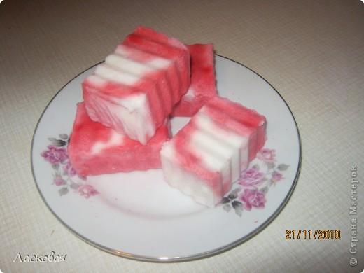 крем-мыло с добавлением миндального масла. пахнет айвой и ванилью