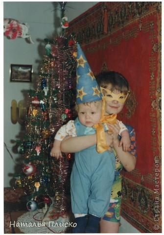 Мой маленький звездочёт - на фото Диме всего восемь месяцев, а скоро уж будет пятнадцать лет...  Раньше такого выбора новогодних костюмов не было, вот и создавали праздник своими руками...  фото 1