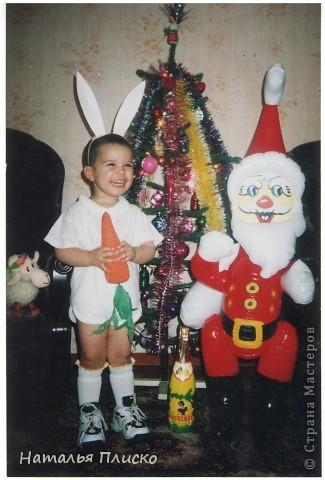 Мой маленький звездочёт - на фото Диме всего восемь месяцев, а скоро уж будет пятнадцать лет...  Раньше такого выбора новогодних костюмов не было, вот и создавали праздник своими руками...  фото 2