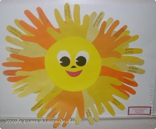 Дети с огромным удовольствием изображают окружающий мир  при помощи вырезанной из цветной бумаги ладони, создавая различные сюжеты, предметы, животных и тд. фото 5